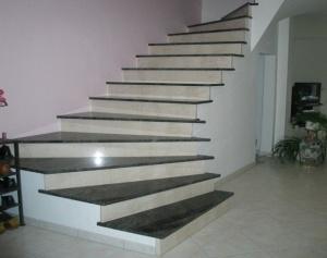 Hier gelangen Sie zu den Treppen für den Innenbereich